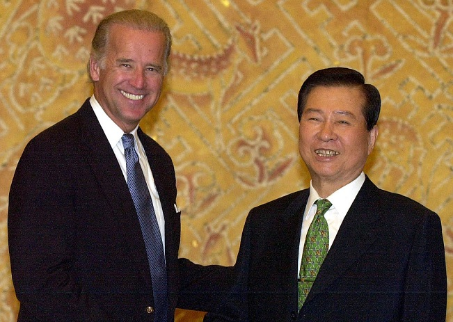 Presidential Library Discloses Letters Exchanged by Kim Dae-jung, Joe Biden
