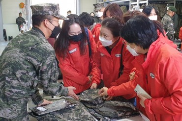 Mothers Visit Marine Corps Base to Check Food and Uniforms