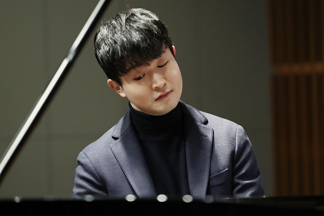 Award-winning Pianist Sunwoo Yekwon Returns with 'Miraculous' Album 'Mozart'