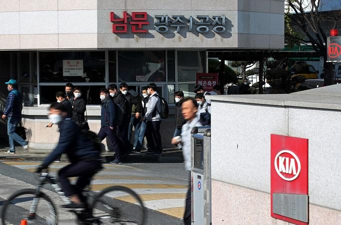 Virus Outbreaks Hit Key Plants in S. Korea, Production Loss Feared