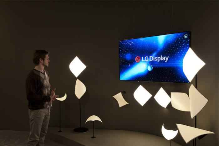 Korean Industrial Standard Enacted for OLED Display Speaker