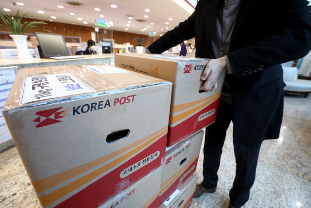 Logistics Firms to Add Handles to 670,000 Delivery Boxes Next Year