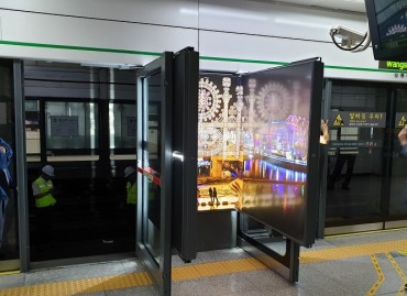 Seoul Metro Replaces Fixed Safety Doors and Advertising Boards with Foldable Emergency Exits