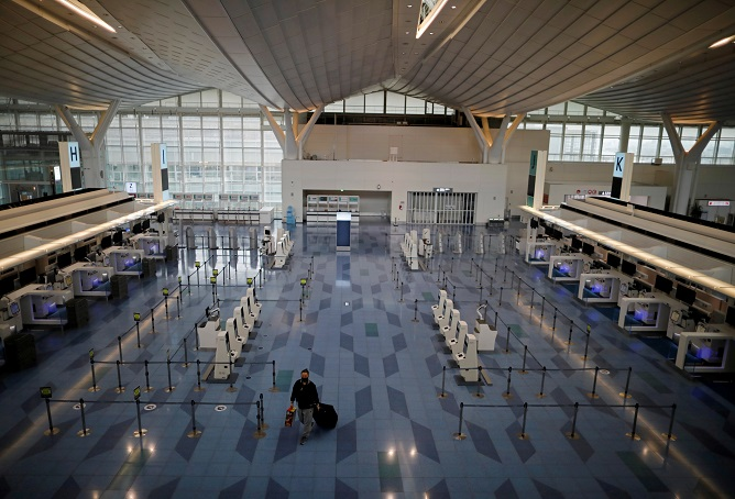 This photo shows a terminal of Incheon International Airport, just west of Seoul, on Dec. 29, 2020. (Yonhap)