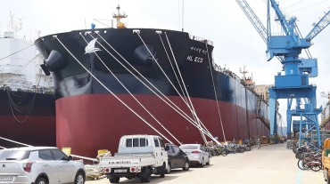 Naming Ceremony Held for S. Korea's First LNG-powered Twin Ore Carriers