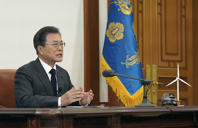 President Moon Jae-in announces the government's plan to achieve carbon neutrality by 2050 in a televised speech at Cheong Wa Dae in Seoul on Dec. 10, 2020. (Yonhap)