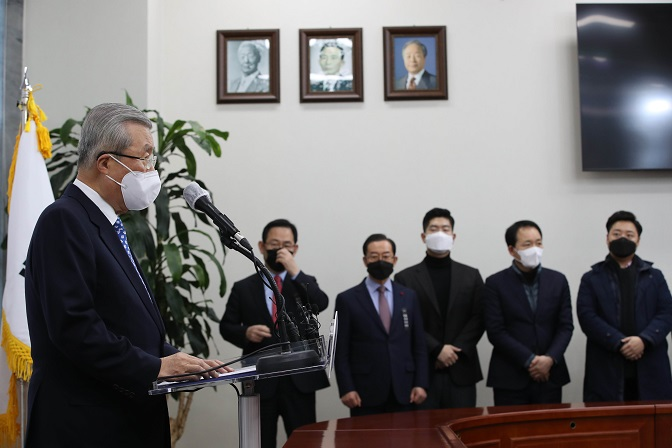 Main Opposition Leader Apologizes for Two Ex-presidents' Corruption Convictions