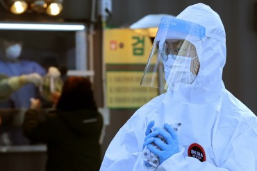 New Virus Cases Under 1,000 on Fewer Tests, Daily Death Toll Hits New High