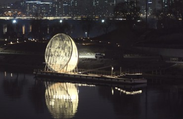 'Giant Moon' Installed on Dock on Han River