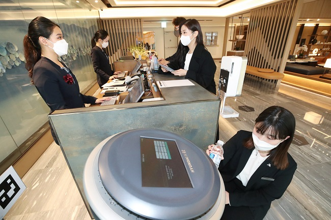 KT Introduces AI Service at 35 Hotels