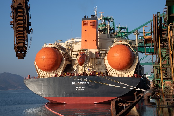 POSCO's LNG-powered Bulk Carrier Successfully Completes Maiden Voyage
