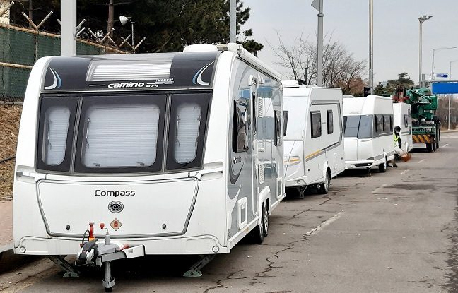 Caravans are parked on the side of the road in Incheon, west of Seoul. (Yonhap)