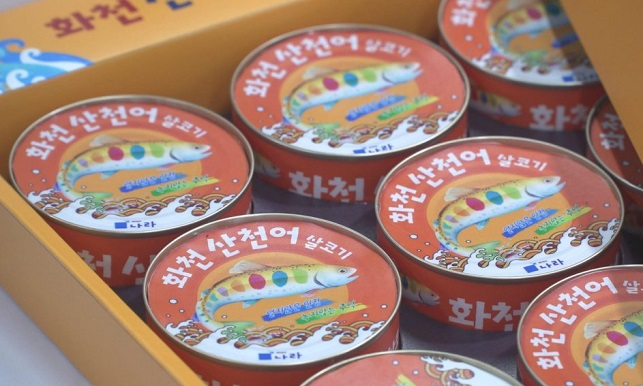 "This file photo shows canned ""sancheoneo"" products introduced by the Gangwon Province county of Hwacheon. (Yonhap)"