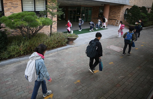 In the undated file photo, children go to school. (Yonhap)