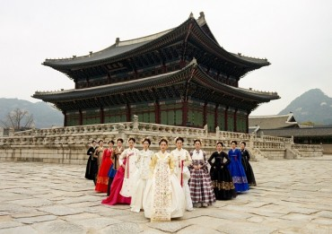 Online Modern Hanbok Fashion Show Attracts 700,000 Views