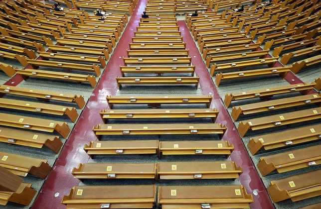 In this file photo, pews are nearly empty during a virtual Christmas service at Yoido Full Gospel Church in Seoul on Dec. 25, 2020. (Yonhap)