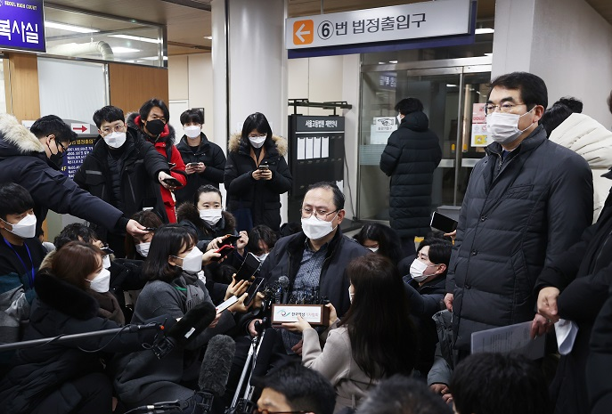 Kim Kang-won, the lawyer for the plaintiffs, talks to media after a verdict, at the Seoul Central District Court, on Jan. 8, 2021. (Yonhap)