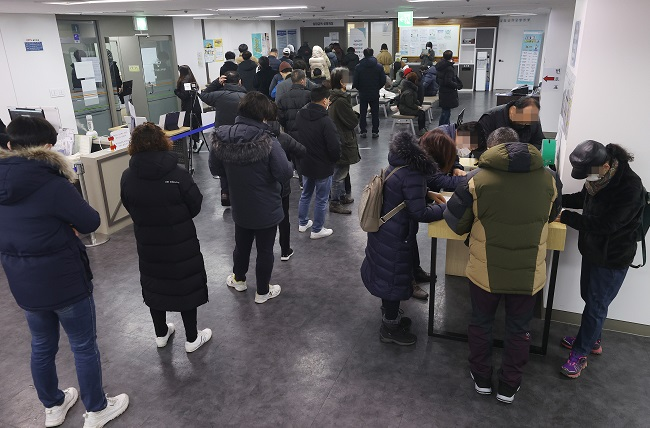 Worries of 'Lost Generation' as Job Cliff Looms for Young Koreans
