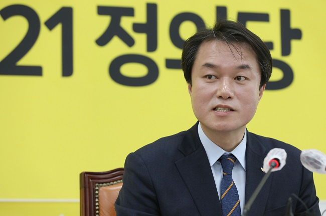 Chief of Progressive Minor Party Steps Down over Sexual Harassment of Party Lawmaker