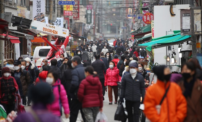 Lunar New Year Travel Plans Pose New Challenge in COVID-19 Fight