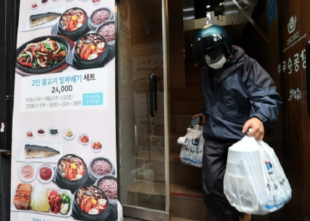 Can 'Food Delivery Bikers' Make US$2,000 a Week ?