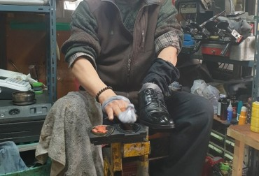 Shoe Repair Shops in Urban Areas Struggle to Survive