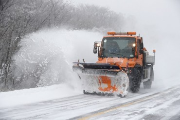 Mercedes-Benz Truck Clears Snow-covered Roads in Jeju