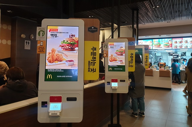 Fast-food Chains Replace Cashiers with Kiosks