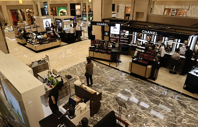 Department Stores See Jump in Perfume Sales Despite Shrinking Cosmetics Market