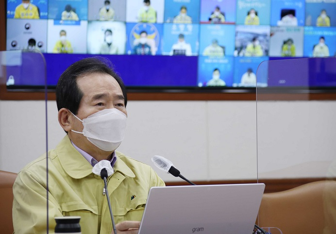 Prime Minister Chung Sye-kyun speaks during a session of the Central Disaster and Safety Countermeasure Headquarters in Seoul on Feb. 21, 2021. (Yonhap)