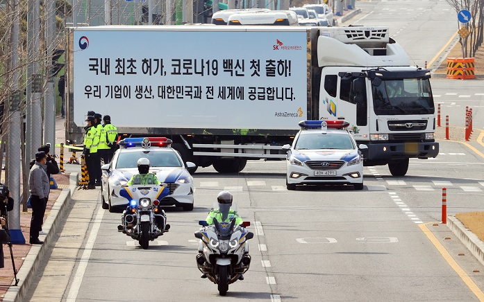 A truck carrying AstraZeneca's vaccines departs from the plant of South Korean drugmaker SK Bioscience Co. in Andong, 270 kilometers southeast of Seoul, for a logistics hub in Icheon, east of Seoul, under the strict guard of the Army and police on Feb. 24, 2021, two days ahead of the start of the COVID-19 vaccination of the whole nation. SK Bioscience is a local consignment production contractor of the British-Swedish pharmaceutical giant. (Yonhap)