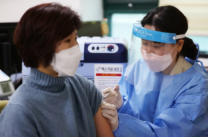 New Virus Cases Rebound to Over 400 Ahead of 1st Rollout of Vaccine This Week