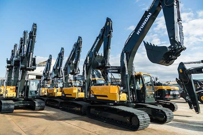 This photo, provided by Hyundai Construction Equipment on March 7, 2021, shows its HX300SL excavators to be provided to Qatar this year.