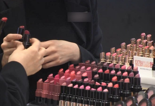 Department Store Cosmetics Sales Rebound After Restrictions on Sample Use Lifted