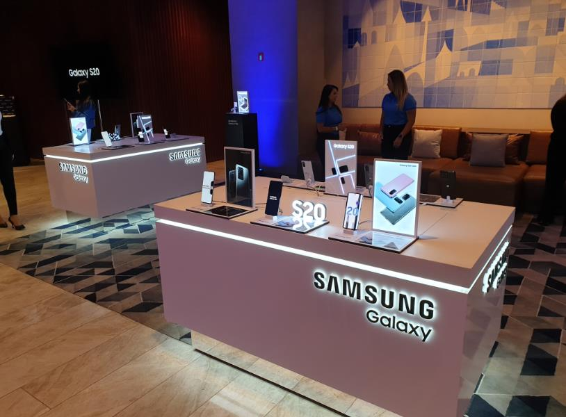 This file photo taken on March 12, 2020, shows Samsung Electronics Co.'s Galaxy S20 smartphones displayed at an event at a hotel in Sao Paulo, Brazil. (Yonhap)