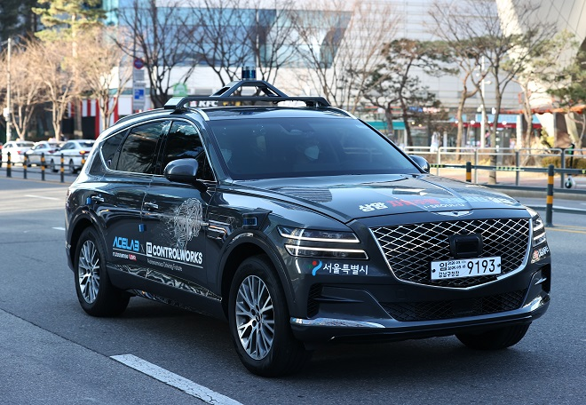 A self-driving vehicle powered by 5G technology developed by LG Uplus Corp. is shown in this file photo taken on Dec. 16, 2020, in western Seoul. (Yonhap)