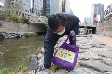 S. Koreans Embrace 'Plogging Challenge' Ahead of Earth Day