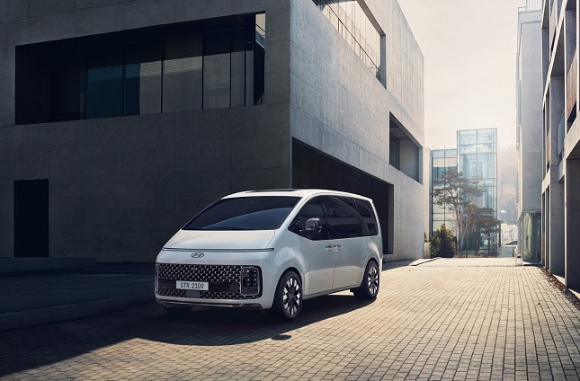 Hyundai Unveils All-new Minivan Staria