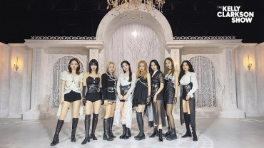 Girl Group TWICE to Perform on Kelly Clarkson Show Next Week