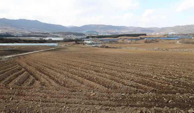 This undated file photo shows farmland in Gangwon Province. (Yonhap)