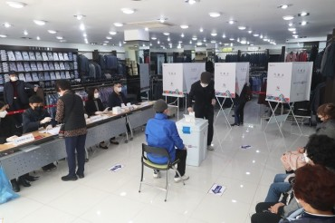Unusual Polling Stations Set Up for Busan Mayoral By-election