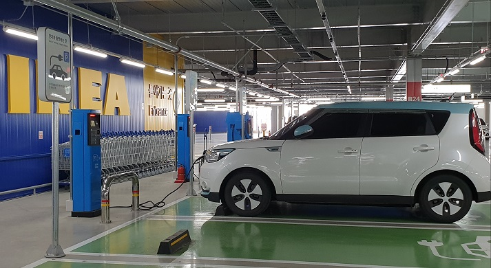 A charging station for electric vehicles is shown in this photo taken April 20, 2020. (Yonhap)