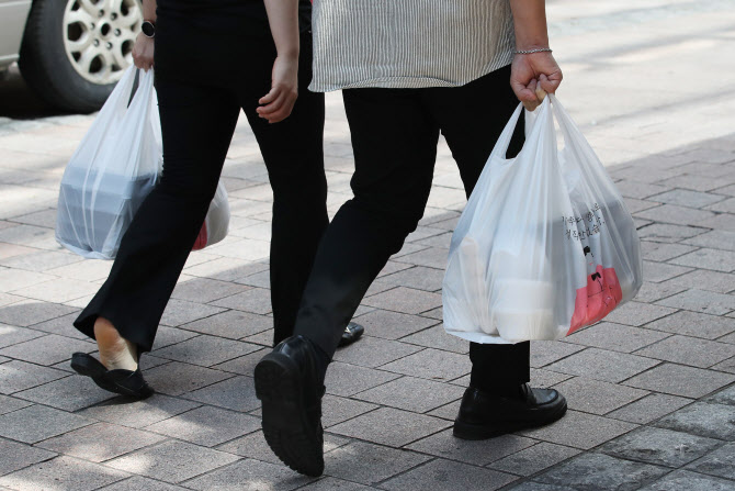 More Consumers Opting for Takeout Instead of Delivery
