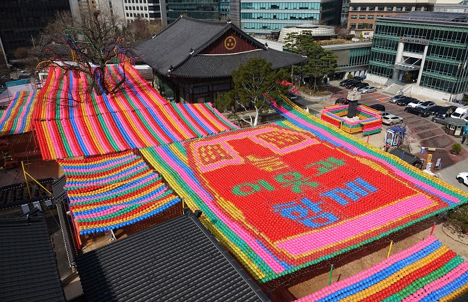 Buddhist Community Cancels Annual Lantern Parade amid Pandemic