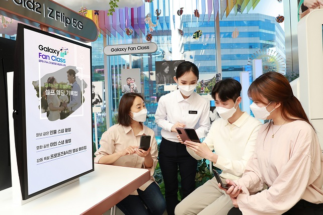 Samsung Runs 'Galaxy Fan Class' at Digital Plaza Stores