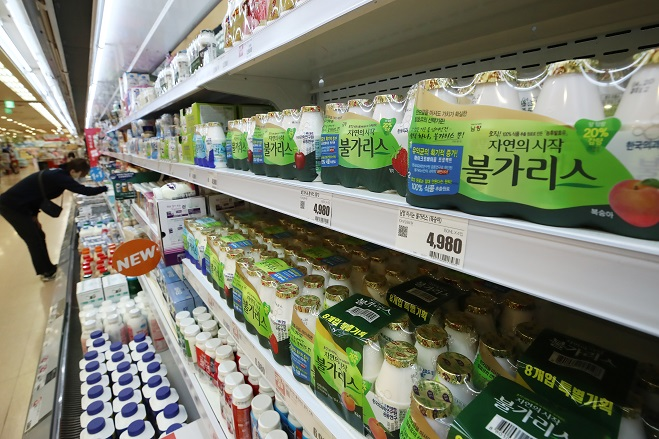 This April 14, 2021, file photo shows Namyang Dairy Products Co.'s Bulgaris yogurt drinks displayed at a superstore in Seoul. (Yonhap)