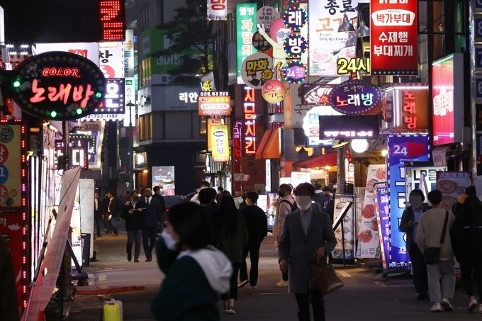 People walk on a street in Jongno in downtown Seoul, once a mecca for urban hipsters and bar hoppers before COVID-19 outbreaks, on April 14, 2021. (Yonhap)