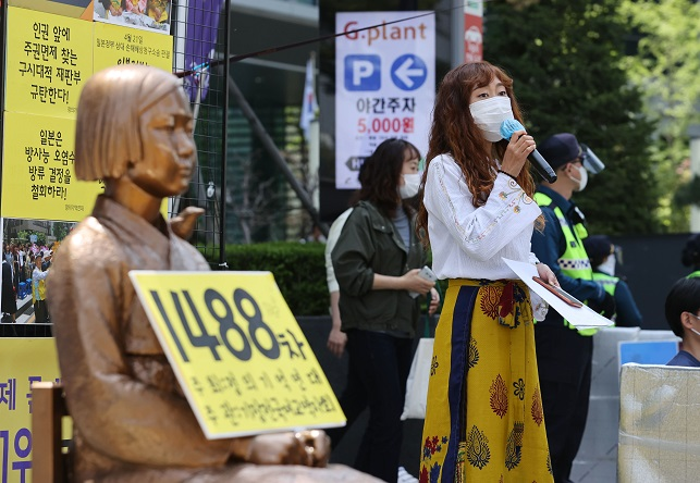 A representative from a weekly Wednesday rally advocating sexual slavery victims speaks to reporters in front of the Japanese Embassy building in Seoul on April 21, 2021. (Yonhap)