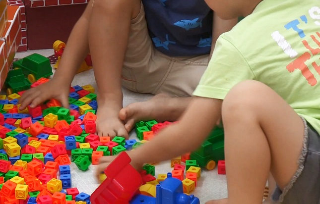 This file photo from Yonhap News TV shows children playing at home due to COVID-19.