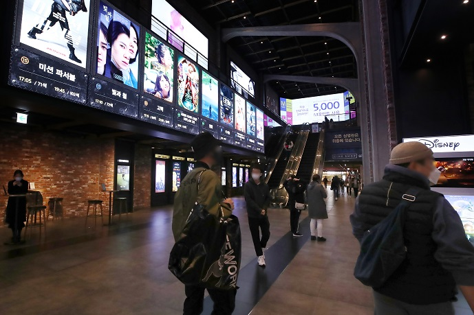 Theaters Scramble to Attract Moviegoers